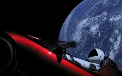 There's a Starman waiting on the Web, par Fred Bouchar (MM)