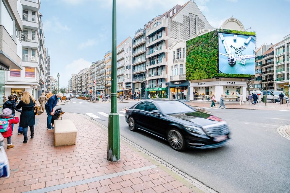 blowUP media Benelux lanceert groen DOOH-scherm in Knokke